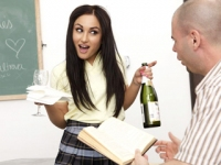 Morena colegiala follando con su companero