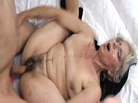 Madura le da una mamada magistral a su propio hijo