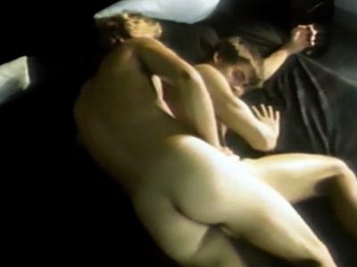 Chicos musculos haciendo sexo en la cama