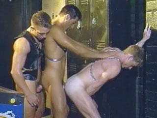 Sexo en grupo con calientes chicos