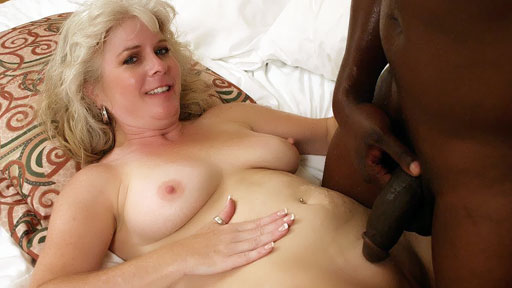 MILF Stacey hace interracial