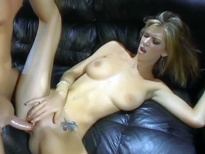 Brooke Banner recibe sexo oral