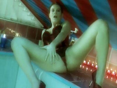 Lana masturbando en la camara