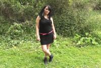 Francesa amateur en un trio en el bosque